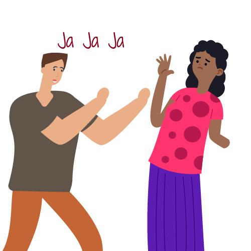 hombre empujando a mujer y riendo